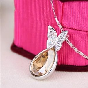 5/$25 🌻 Silver Yellow Teardrop Butterfly Necklace